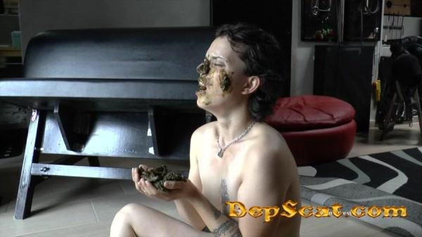 All the shit in her face Mistress Gaia - Scat / Femdom [HD 720p/105 MB]