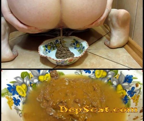 Scat and pissing in a bowl for you! Food is for you KassianeArquetti - Solo Scat [FullHD 1080p/285 MB]