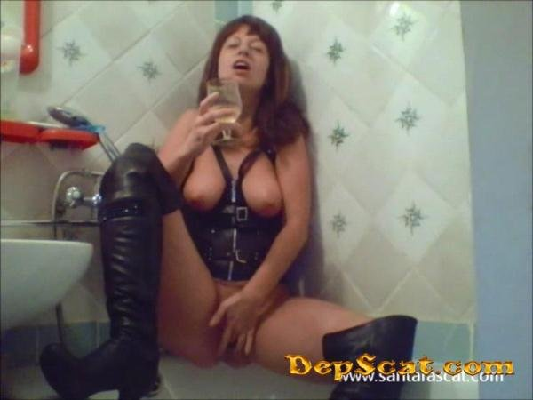 Pee In Leather And Overknee Boots Santara - Netherlands / Solo Scat [SD/118 MB]