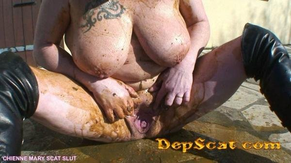 Smearing With Shit and Piss Outdoor – French Scat Slut Chienne Mary - Peeing, Scat / Amateurs Scat [HD 720p/561 MB]