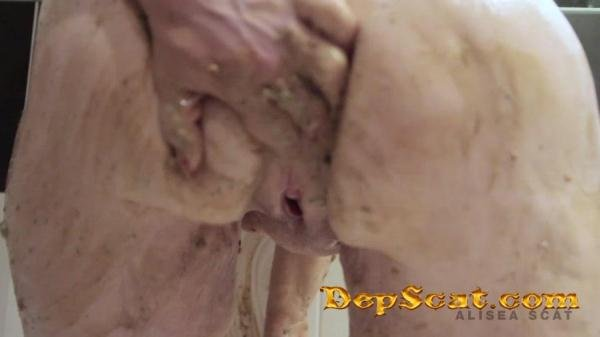 Scat Play in Bath Tub Alisea - Scat Girls, Poop Videos [FullHD 1080p/536 MB]