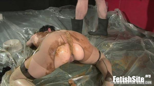 BERLIN SCAT GANGBANG Jacky, 4 males - Scat, Fisting, Group [HD 720p/1.26 GB]
