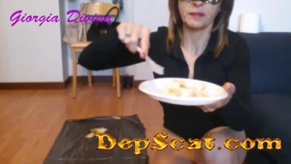 Shit and banana DivinaGiorgia - Solo Scat, Shitting [SD/82.1 MB]