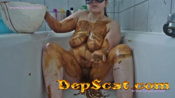 Shit and piss soup poured over my body LucyScat - Solo, Masturbation [HD 720p/1.01 GB]