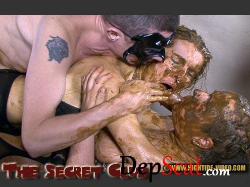 THE SECRET CLUB Julia, Sexy, Penelope, 5 males - Anal, Amateur, Group [HD 720p/597 MB]