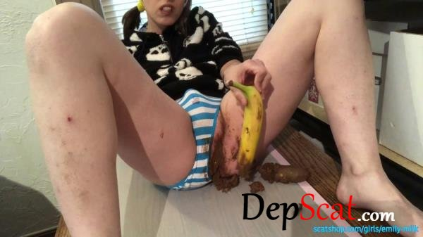 Having Fun with a Banana and Poop - Huge Poop Smear and Taste EmilyMilk -  [FullHD 1080p/3.78 GB]