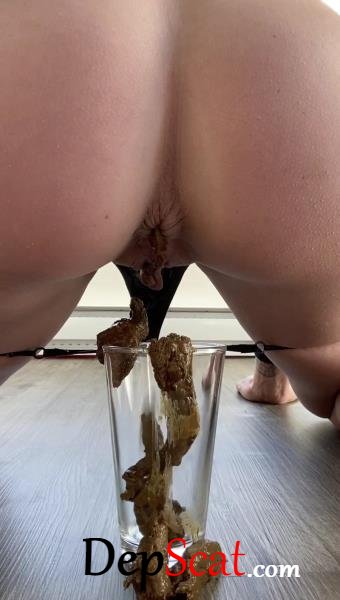 Shitting inside a glass after her workout TheHealthyWhores - Scatology, Solo [UltraHD 2K/115 MB]